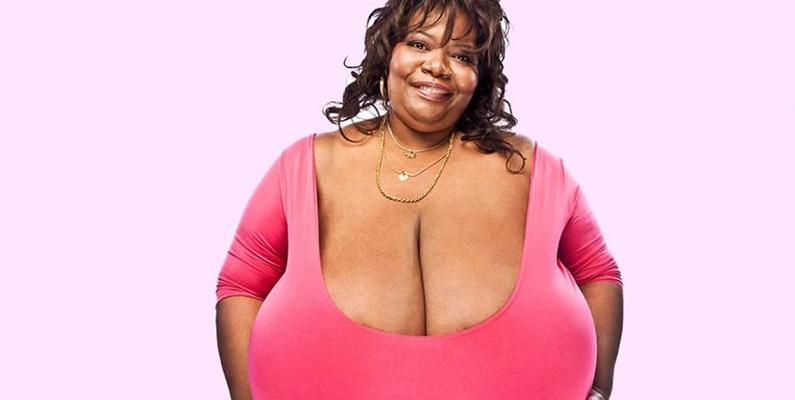 Annie Hawkins-Turner har världens största naturliga bröst på 102ZZZ, mätt i amerikansk standard. Anledningen att det mäts i amerikansk standard beror på att storleken inte ens finns i Europa.