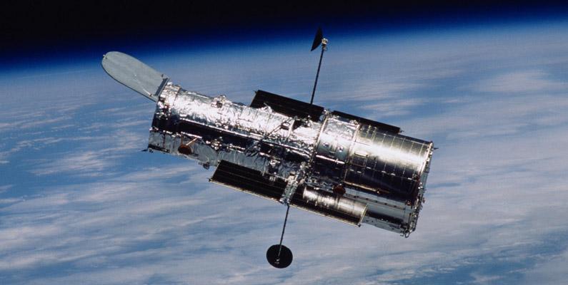 Man brukar ofta jämföra Hubble med världens dyraste och största digitalkamera.