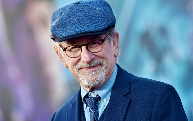 Den flerfaldigaOscar-belönade Steven Spielberg är onekligen en av våra största regissörer genom tiderna och här är tio fakta du bör veta!