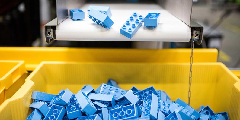 Endast cirka 18 Legobitar per en miljon blir felproducerade eller klarar inte av Legos hårda hållbarhetstester.