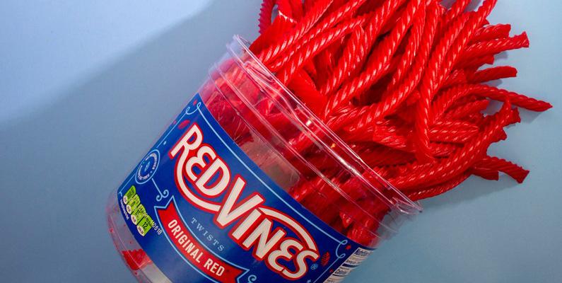 Varje dag tillverkas det över 30 000 ton av det populära lakritsgodiset Red Vines (se bild nedanför). Lägger du ut alla på rad kan du med andra ord nå runt jorden hela 16 gånger - varje dag!