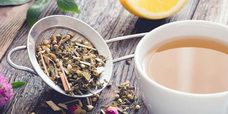En annan myt är att grönt lakrits-te håller dig vaken bättre än allt annat te. Men grönt lakrits-te håller dig inte vaken bättre än något annat te - snarare tvärtom. Koffeinet i teet gör att du blir piggare, men lakritsen i teet gör däremot att du istället blir mer sömnig.