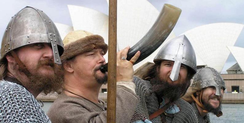 Vikingar associeras ofta till plundring och sjöröveri, men detta var egentligen bara en ytterst liten del av deras kultur. Huvudsakligen bestod det av jordbruk och fiske.