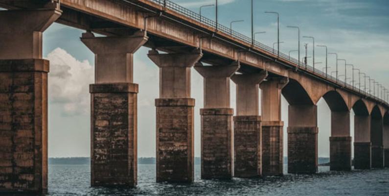Uppskattningsvis finns det cirka 20 000 bultar i Ölandsbron, enligt Trafikverket.