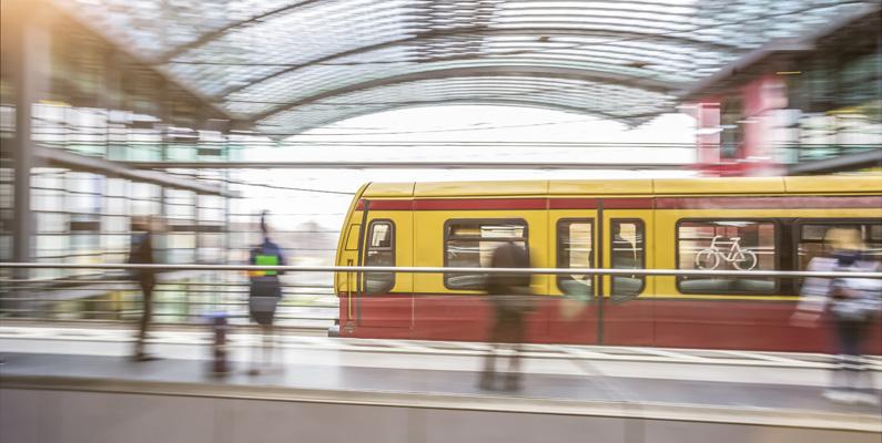 Berlins bussar, tåg och spårvagnar reser dagligen så mycket att det motsvarar totalt 8,7 varv runt ekvatorn!