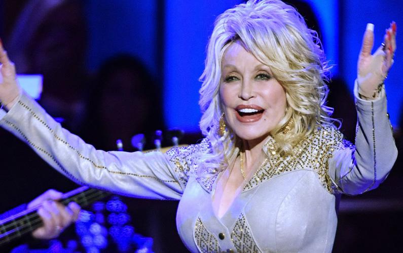 olly Rebecca Parton – mer känd som bara Dolly Parton – föddes den 19 januari 1946 i Sevierville, Sevier County, Tennessee. Hon är en amerikansk countryartist, som även medverkat som skådespelare i ett antal filmer. Inom musiken är hon väldigt mångsidig och är verksam som sångerska, låtskrivare, instrumentalist och skivproducent. Parton erhöll sina absolut största framgånger under 70- och 80-talet.