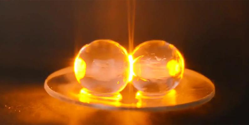 Om du stoppar in en skivad druva i en mikrovågsugn kan den explodera i en eldkula av superuppvärmd plasma.