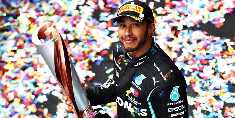Lewis Hamilton har rekordet som den yngsta föraren som gör en Formel 1-affär någonsin. Hamilton rankas idag som den mest tjänande Formel 1-föraren i sportens historia. Endast 2016 drog han ihop han mer än 92 miljoner dollar i intäkter och till stallet.