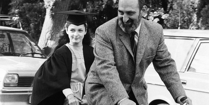 Ruth Lawrence, ett minst sagt underbarn (som du ser på bilden nedanför), klarade Oxford Universitys mattexamen vid 10 års ålder.