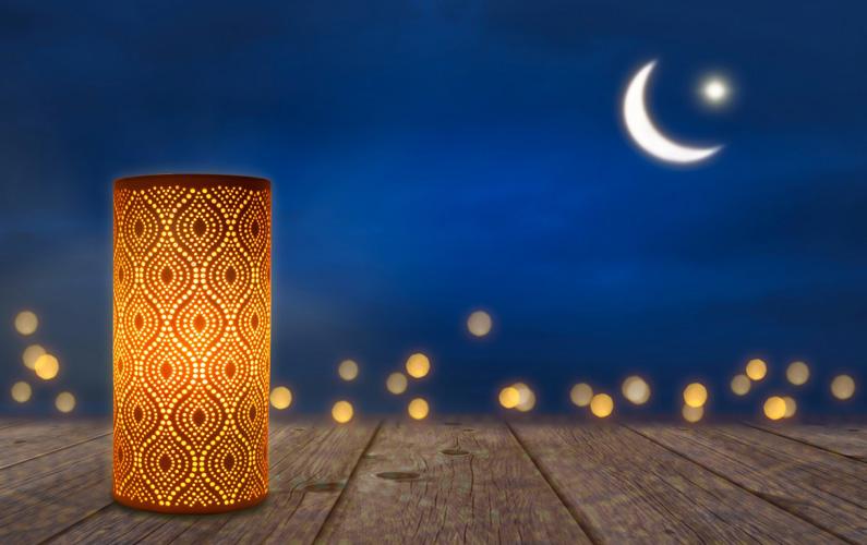 Ramadan är i den muslimska kalendern den nionde månaden och en helig fastemånad som är en av islams fem pelare.
