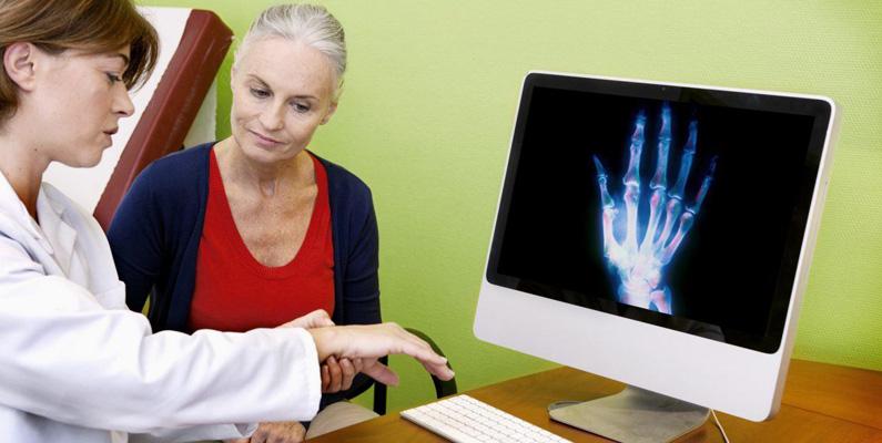 Reumatism kan utvecklas i alla åldrar - men allra vanligast är det när du befinner dig mellan 30 till 50 år gammal.