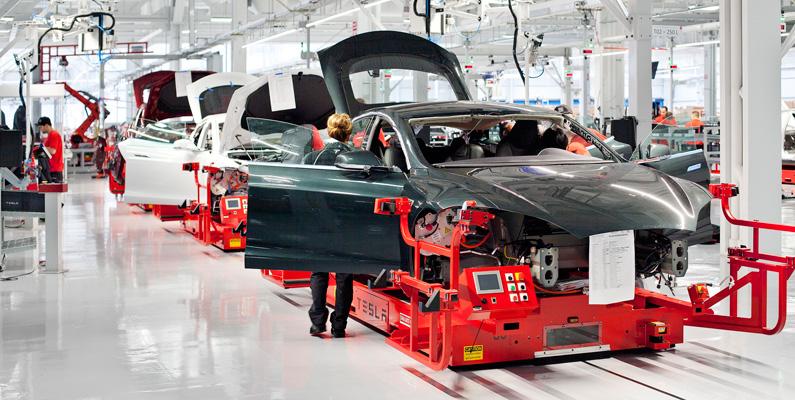 Alla Tesla-bilar byggs efter personliga önskemål och behov i fabriken i Kalifornien, USA. För att kunna köpa en Tesla måste du först använda Design Studio, där du anpassar dina val för elbilen.