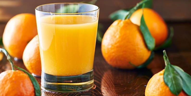 Cirka 20% av den totala apelsinskörden världen säljs bara som hel frukt, medan resten används vid beredning av konserver, apelsinjuice och extrakt.