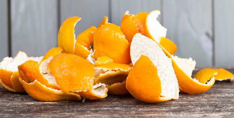 Skalet kan bland annat användas för att göra godis eller apelsin-te. Det kan också användas hemma som ett naturligt rengöringsmedel.