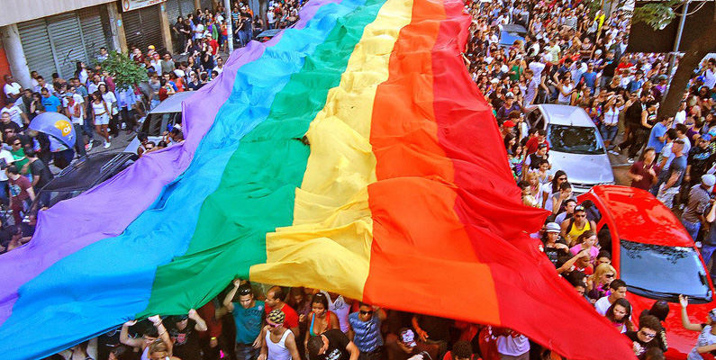 HBT-rörelsens symbol regnbågsflaggan visas för första gången den 28 juli 1978 offentligt under San Francisco Pride.