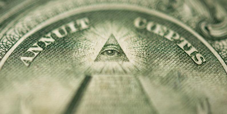 Illumunati-symbolen antas visas i den amerikanska dollarsedeln. Den designades emellertid av president Thomas Jefferson, som var en Frimurare och aldrig någon medlem av Illuminatiorden.