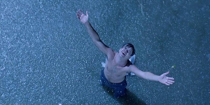 """Rob Reiner älskade Frank Darabonts manus så mycket att han erbjöd 2,5 miljoner dollar för rättigheterna till manuset för att kunna regissera det på egen hand. Darabont övervägde allvarligt Reiners erbjudande, men bestämde sig till slut för att det var hans """"chans att göra något riktigt bra"""" genom att regissera filmen själv."""