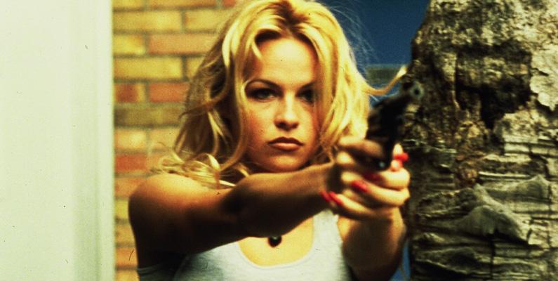 Det var under hennes storhetstid i TV-serien Baywatch som fick Pamela Anderson till att göra sin debutledande roll i en action/drama-film, Raw Justice (1994). Anderson spelade rollen som Sarah, en prostituerad som bevittnar ett mord. Filmen blev mycket dåligt mottagen av publiken och har idag bara 4,1 i betyg på IMDb - men drog ändå in över 35 miljoner dollar.