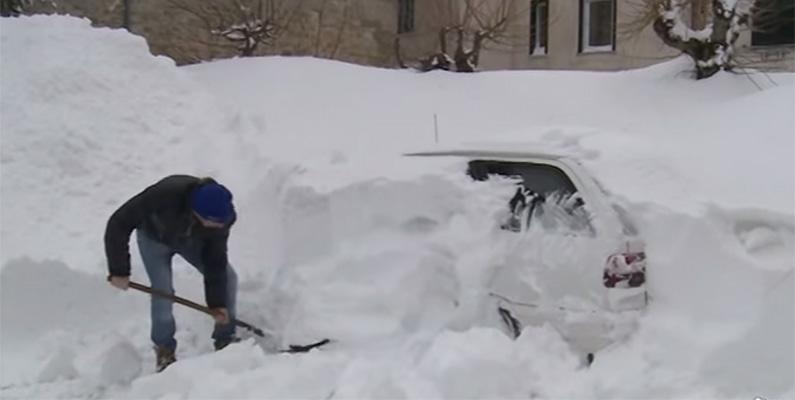 Den lilla byn Capracotta i södra Italien rapporterar att de fick cirka 250 centimeter snöfall inom loppet av 18 timmar den 5 mars 2015.