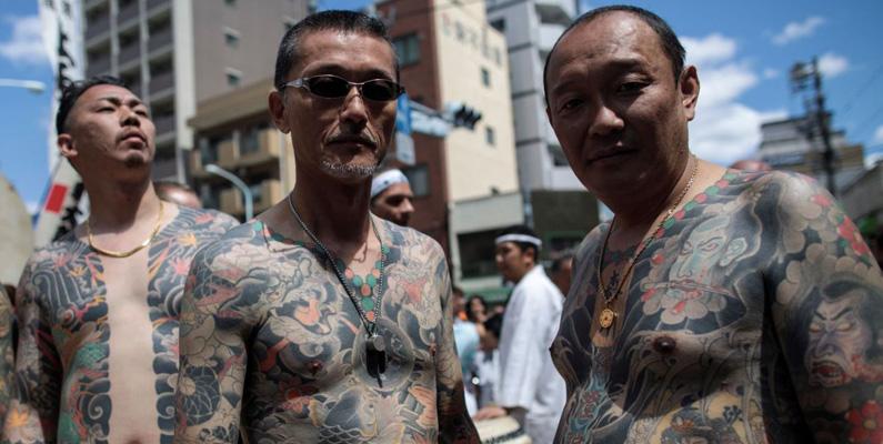 Yakuza (japansk maffia) har skickat gäldenärer för att arbeta i den extremt farliga saneringen vid Fukushima för att betala sina spel- och/eller drogskulder. De flesta har inte ens rätt utbildning för att göra jobbet rätt.