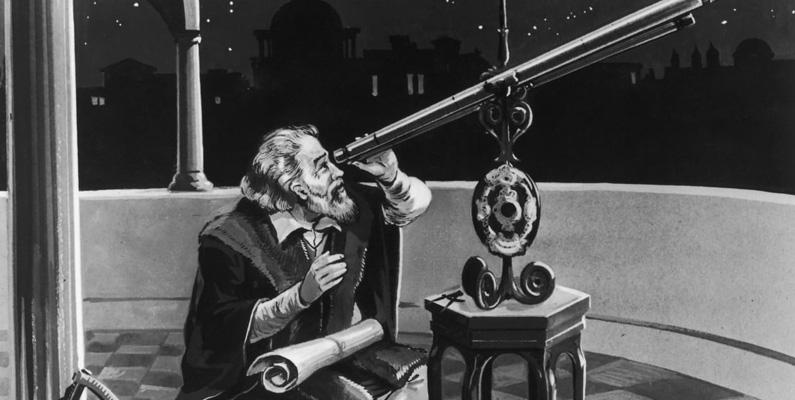 Galileo Galilei uppfann inte teleskopet. Den nederländska glasögontillverkaren Hans Lippershey är i allmänhet krediterad för uppfinningen - men Galileo var den första personen som använde det optiska instrumentet för att systematiskt studera himlen. Lippersheys patentansökan för enheten 1608 är den tidigaste registrerade; emellertid, eftersom den nederländska regeringen bestämde sig för att teleskopet var för lätt att kopiera och eftersom en annan nederländsk instrumenttillverkare hade försökt patentera enheten en kort tid efter Lippershey, beviljades ingen patent. År 1609 lärde sig Galileo mer om teleskopet och utvecklade en av sina egna och förbättrade dess design avsevärt. Samma höst pekade han den mot månen och upptäckte att den hade kratrar och berg. Detta var en stor upptäckt, då man tidigare trodde att månens yta var slät.