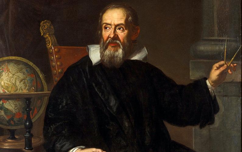 """Galileo Galilei föddes den 15 februari 1564 i Pisa, hertigdömet Florens, och var en italiensk astronom, fysiker och ingenjör. Han dog 77 år gammal den 8 januari 1642. Galileo beskrivs ofta som ett universalgeni och har kallats för """"fadern till observationsastronomin"""", """"fadern till den moderna fysiken"""", """"fadern till den vetenskapliga metoden"""" och """"fadern till den moderna vetenskapen"""" och spelade en viktig roll i den naturvetenskapliga revolutionen."""