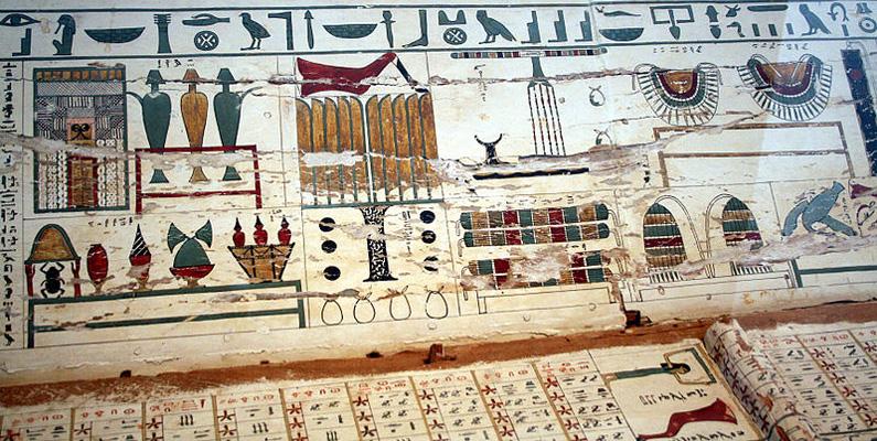 Vår idag moderna årskalender, som består av 365 dagar, uppfanns av egypterna. Till en första början bestod samtliga månader av 30 dagar, och de fem dagar som blev över var öronmärkta för firande av det nya året som kom.