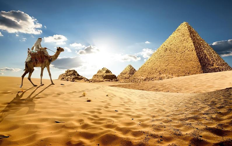 Egypten, formellt Arabrepubliken Egypten, är en republik i östra Nordafrika, vid Medelhavet och Röda havet. Landet är ett populärt turistmål – framförallt för västlänningar – där framförallt pyramiderna i Giza är ett populärt mål att besöka.