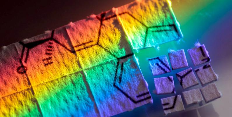 Även om drogen är beroendeframkallande så har inga kända fysiologiska risker hittills kunnat bevisas. Det finns inga kända fall finns då en människa har dött av en LSD-överdos.