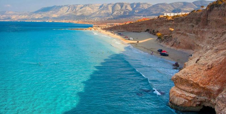 Den högsta temperaturen i havet är vid Sidra-gulfen, vid Libyens kust. Där kan det under augustimånaderna bli upp till 31°C varmt. Detta kan jämföras med medeltemperaturen som i augusti brukar ligga på omkring 26.2°C.