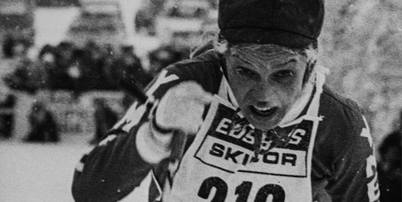 Årets upplaga av Vasaloppet vinns av Sven-Åke Lundbäck den 1 mars, och i mål en timme senare kommer Meeri Bodelid från Sandviken som vinner den nyinrättade damklassen när kvinnor för första gången deltar officiellt i Vasaloppet.