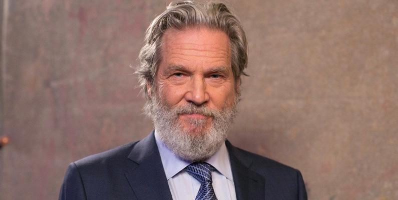 """Cancer är en av de vanligaste dödsorsakerna bland oss människor. Men i dagarna meddelade skådespelaren Jeff Bridges att han äntligen har börjat att återhämta sig från sin lymfomcancer! Den 71-åriga skådespelaren, kanske mest känd från """"The Big Lebowski"""" - som blev diagnostiserad i oktober i fjol - har nu återupptagit inspelningen av filmen """"The Old Man""""."""