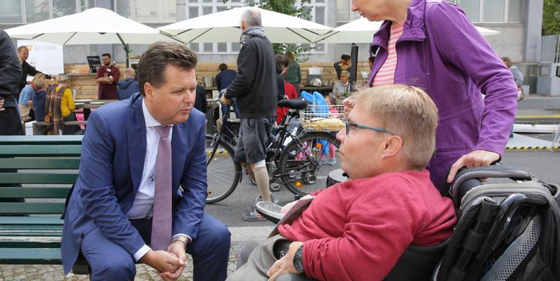 85 000 vuxna med funktionshinder kan rösta för första gången i Tyskland. Tysklands högsta domstol beslutade 2019 att vuxna som har vårdnadshavare inte längre ska hindras från att delta i nationella val. Nu kommer många av dem att göra det för första gången.