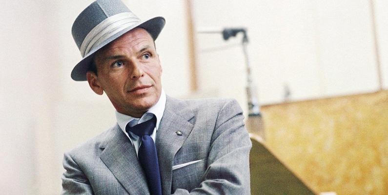 Den kända sångaren Frank Sinatra fungerade som en kontakt mellan ledaren för Chicagos maffia och familjen Kennedy under 60-talet, främst för att få fackets stöd. När Kennedy avstod från flera av sina löften till Chicago-maffian efter att ha blivit vald, bestraffades Sinatra genom att behöva spela åtta raka nätter på maffialedarens klubb.